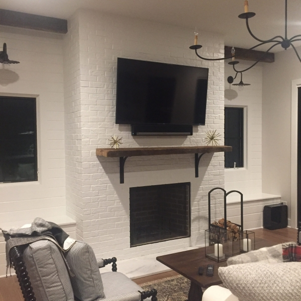 FIREPLACE MOUNTED TV & SONOS PLAYBAR